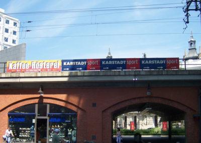 Brückenbanner von Karstadt Sport