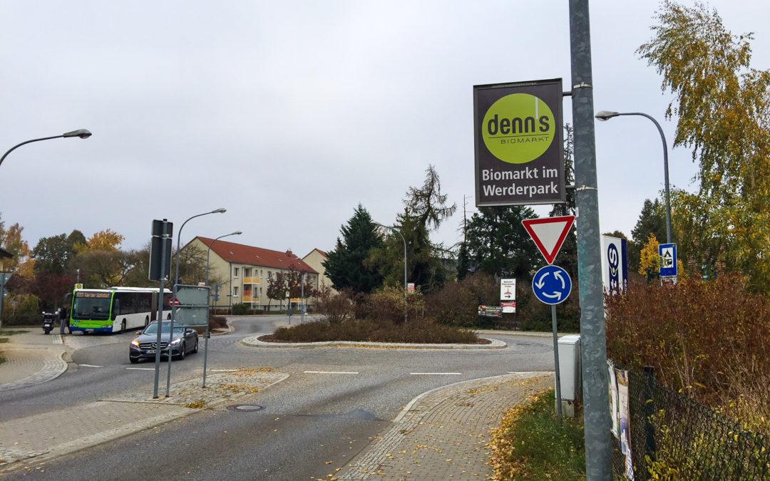 Schilder an Laternen in Werder