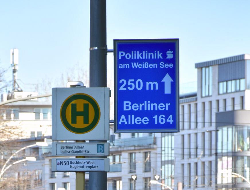 Laternenwerbung Poliklinik Weißensee