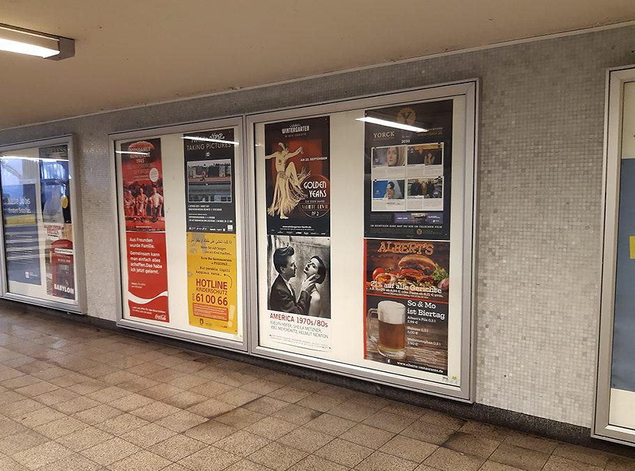 Und täglich grüßt die U-Bahn: Plakatwerbung auf Bahnhöfen