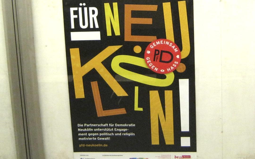 Neukölln: Die Partnerschaft für Demokratie selektiert Säulen und Plakatvitrinen
