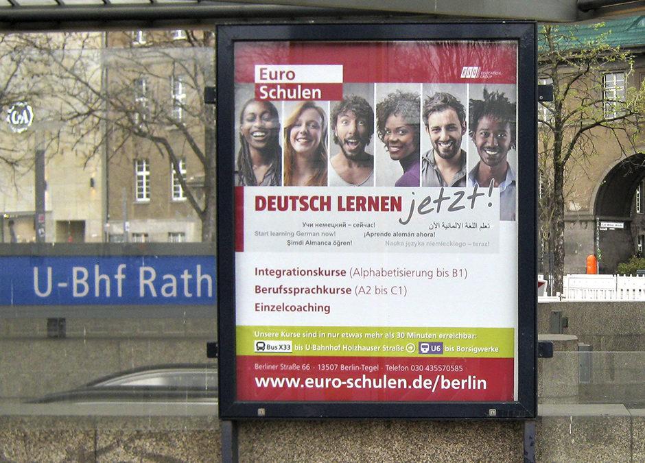 Lokale Werbung am Rathaus Spandau: Plakatvitrinen (Altstädter Ring)